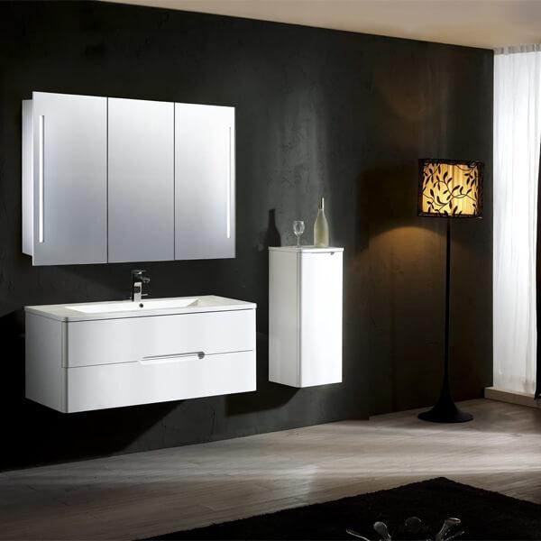 Additional image of Frontline Valletta 1000 x 600mm Triple Door Mirrored Cabinet
